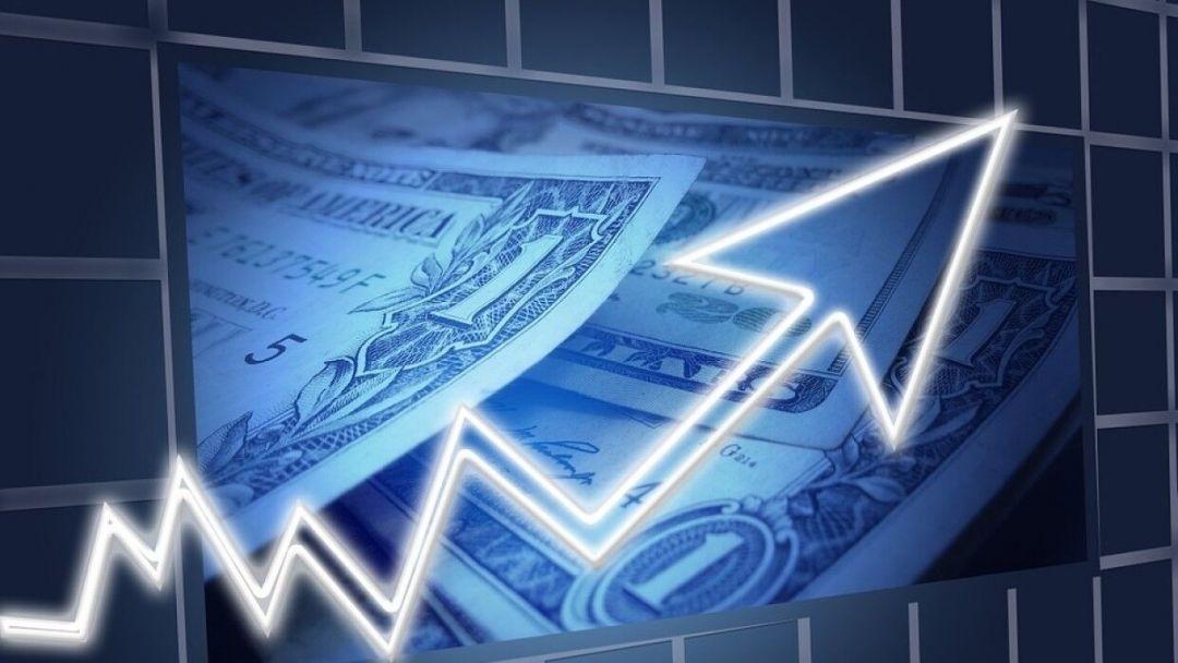Биржевой курс доллара превысил 77 рублей впервые с ноября