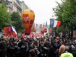 В Париже в ходе первомайской демонстрации произошли беспорядки. Прямой эфир