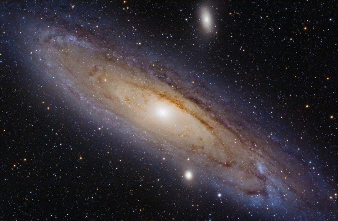масса темной материи в центре галактики