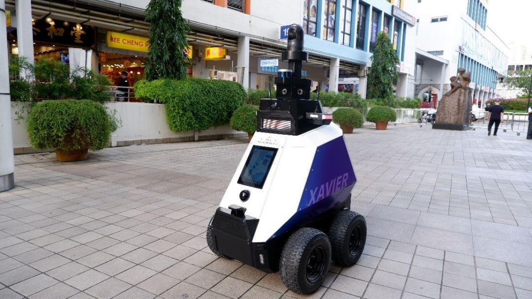 робот-патрульный Ксавье